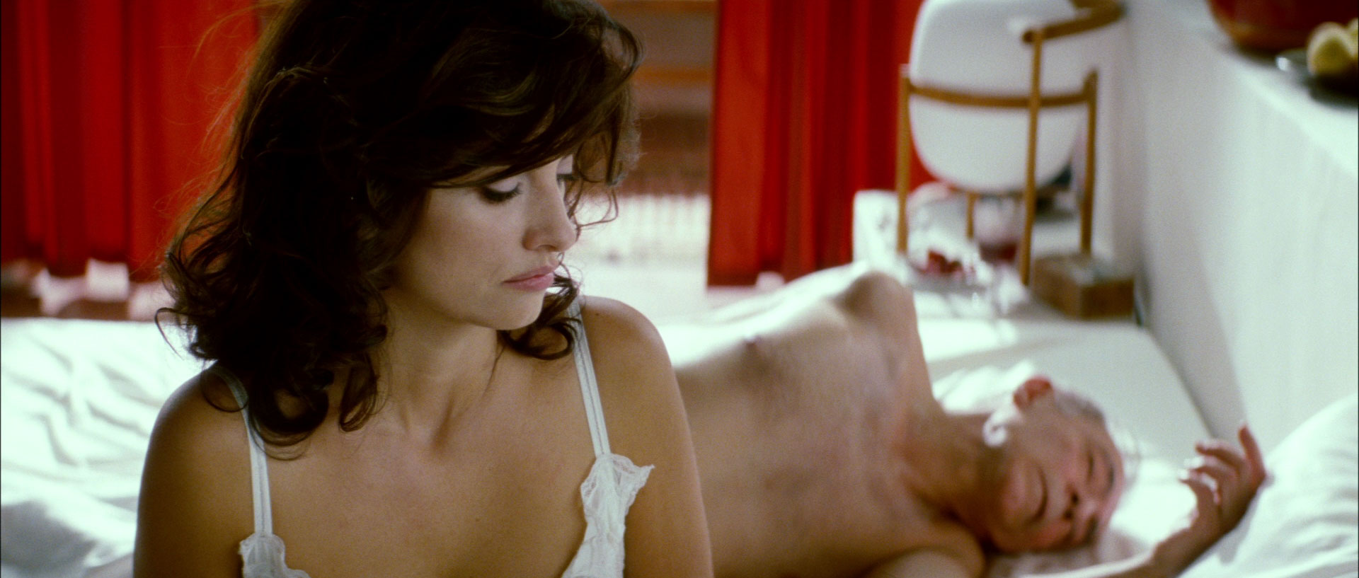 Penélope Cruz and José Luis Gómez in <i>Broken Embraces</i>
